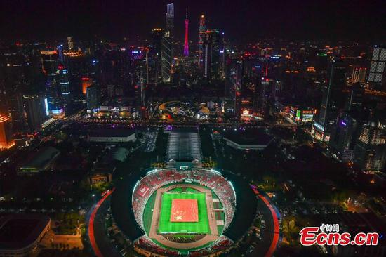 50,000 football fans sing national anthem in Guangzhou